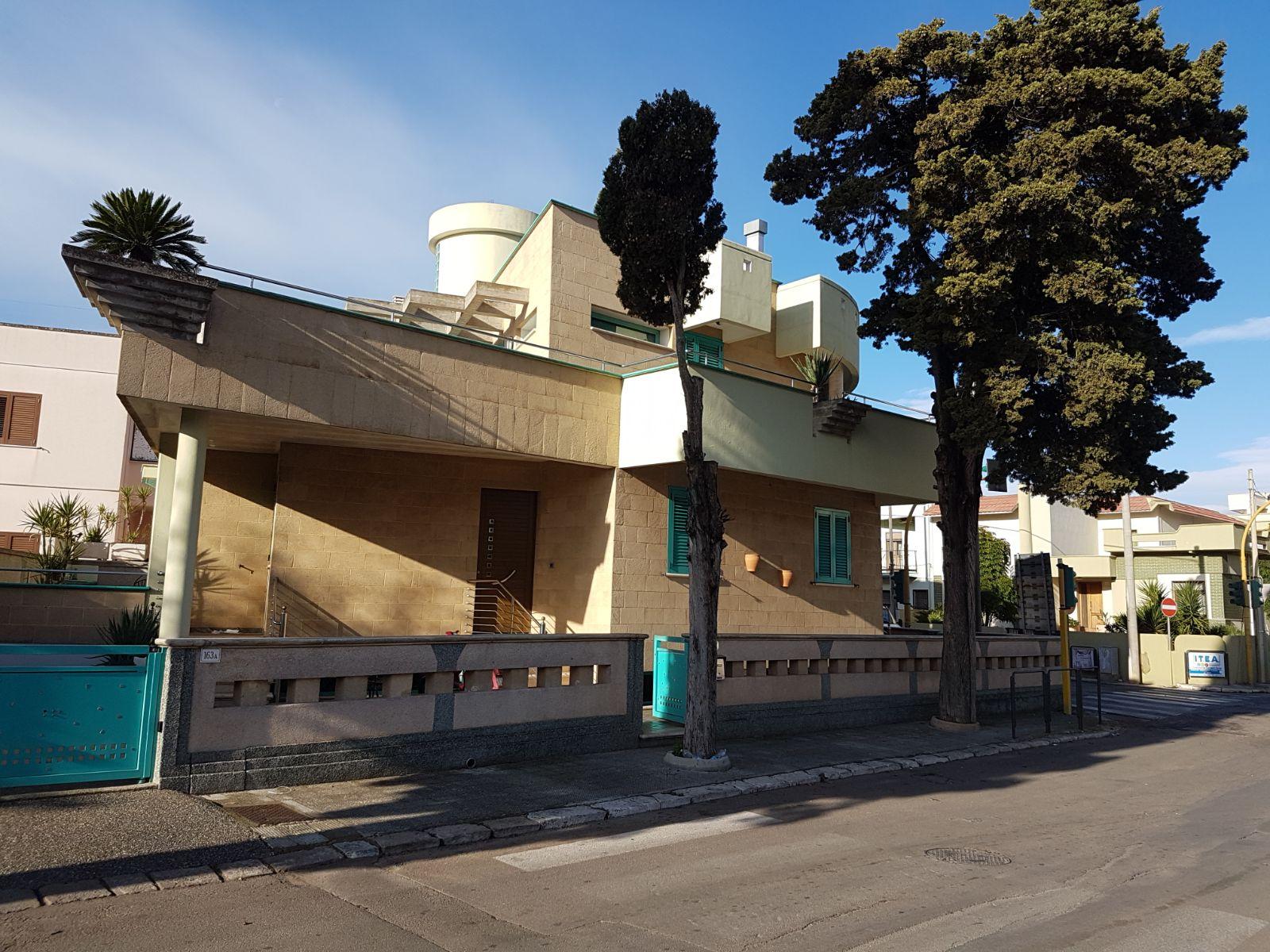 Villa di pregio con spazio esterno e garage in ottima zona ( Taurisano )