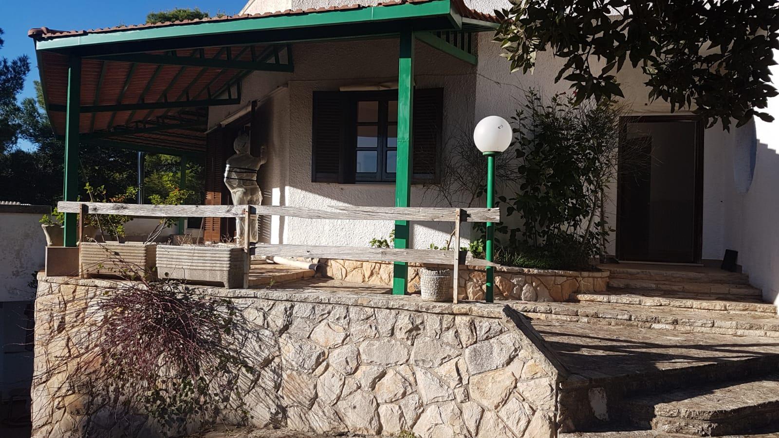 Villa a Taurisano immersa in bosco di proprietà