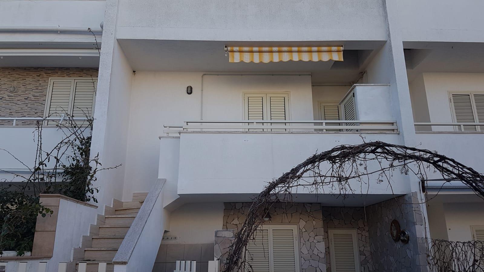 Appartamento vista mare in ottimo stato ( Torre Pali )